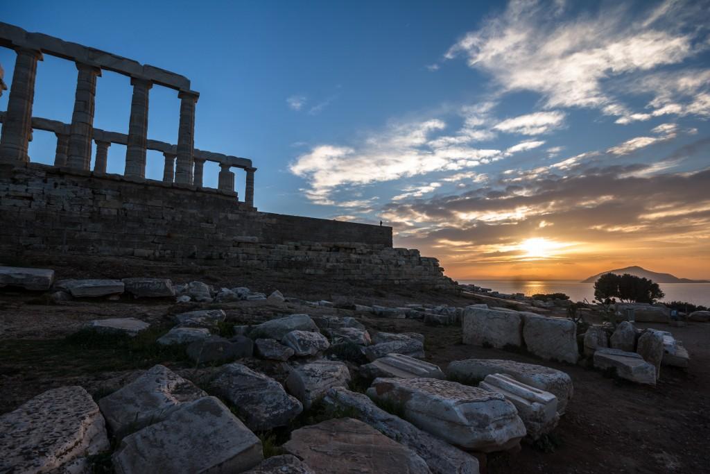 Храм и развалины